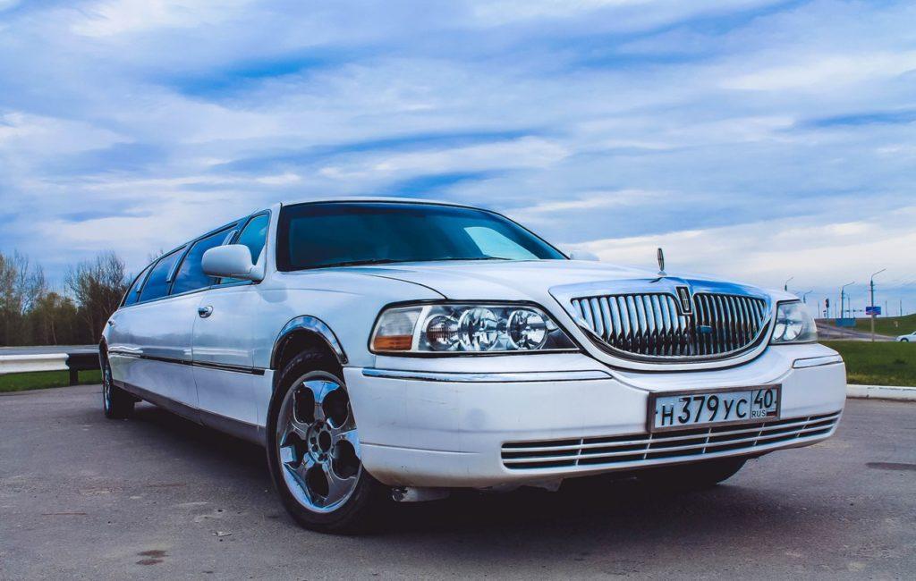 Линкольн белый<br><h5> от 1000 руб/час</h5>